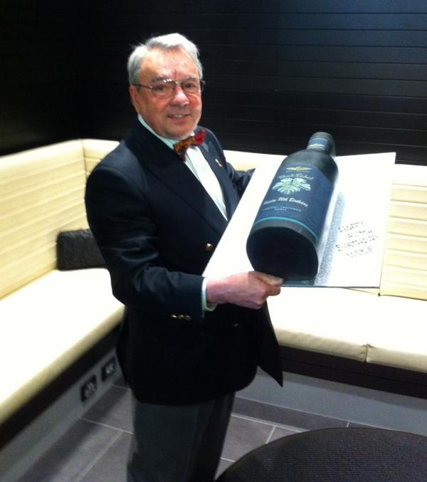 What better way to celebrate turning 80 than with a giant Black Label cake?! Happy Birthday Wolf! #WolfBlass80 http://t.co/5jWojwi6qF