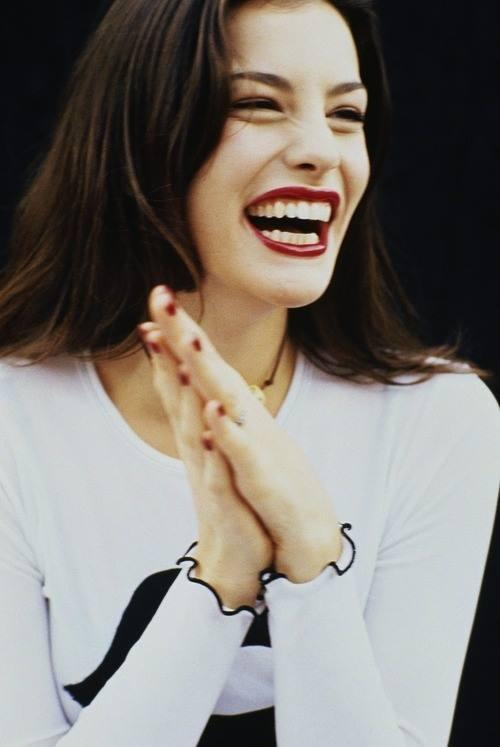 Liv Tyler has a foundation tip (and it's genius!): http://t.co/RmzQaRuLxV http://t.co/ZhN8Fy0LBn