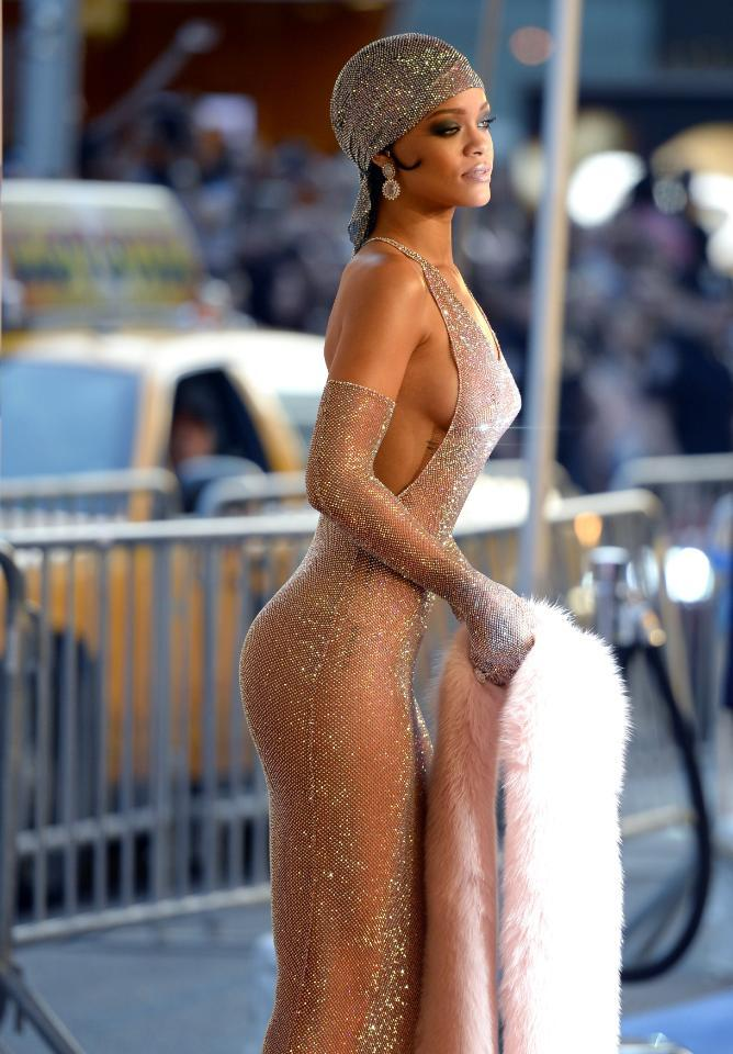 Rihanna wasn't the first one to wear a naked dress...see the complete history here: http://t.co/8u0g1fvxcd http://t.co/Xr30rbomY9