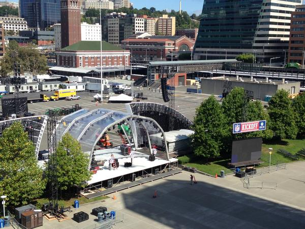 stadium north lot gets ready for @soundgarden & @Pharrell Thurs before @packers - @Seahawks #Kickoff2014 http://t.co/LogwQPA4oV