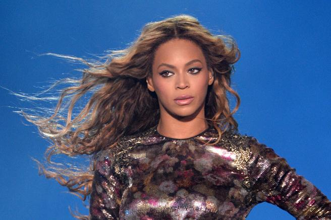 Beyonce FINALLY responds to those breakup rumors: http://t.co/60OVV03H4M http://t.co/3RDZyLLToB