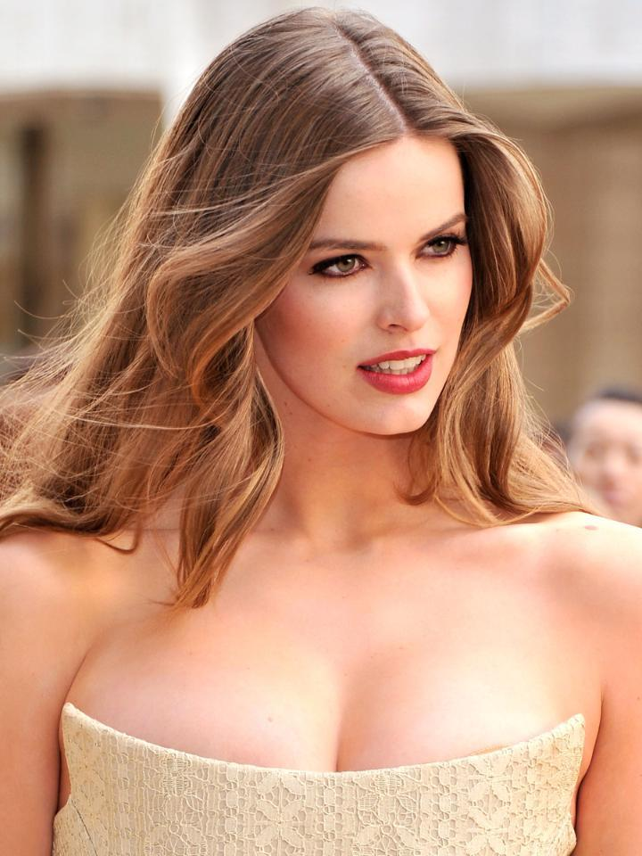Plus-size model Robyn Lawley shares un-Photoshopped bikini photos: http://t.co/LvVDcQ2lKo http://t.co/JXBTAgA86n