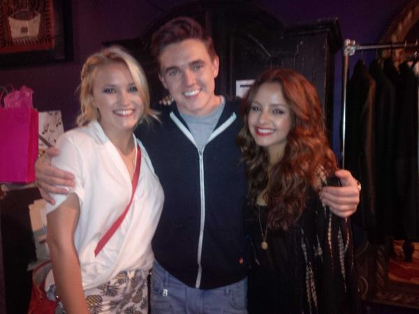 #teamJosh in peril! .#coopRecoups #YounandHungry @jessemccartney @EmilyOsment http://t.co/TeQnMwYOI7
