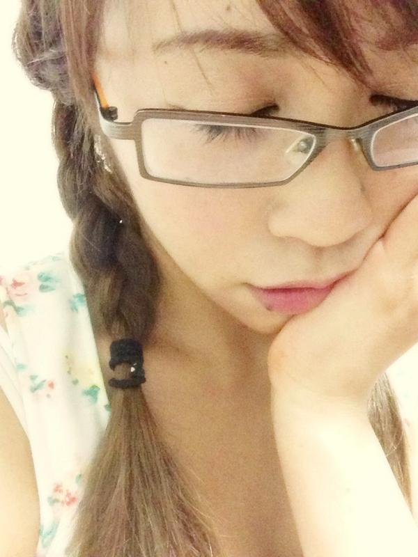 """北条佳奈 on Twitter: """"家では眼鏡女子。スーパー視力低いのですっ ..."""