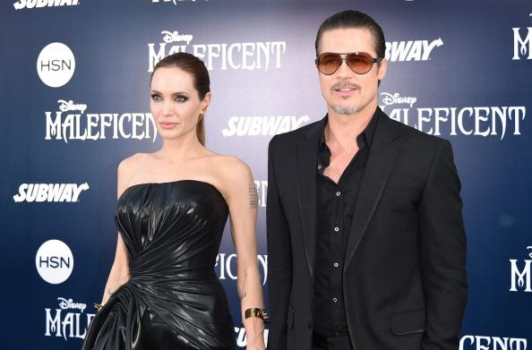 You're going to need to see Angelina Jolie's wedding dress to believe it: http://t.co/r5v0o40o18 http://t.co/XDgM0sCwnA