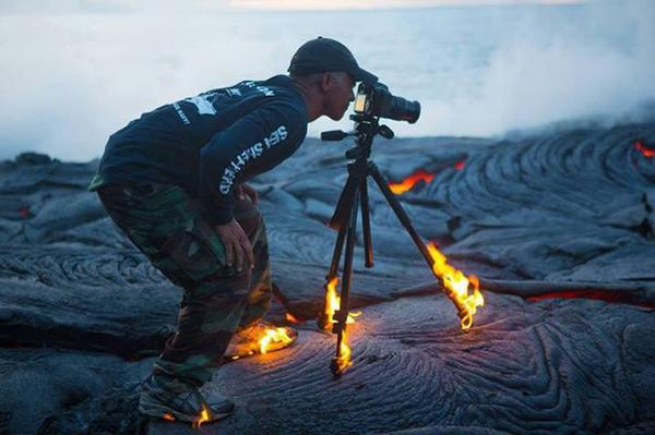 Now this is what I call professional determination to capture the moment. http://t.co/K1zRQ40x1k