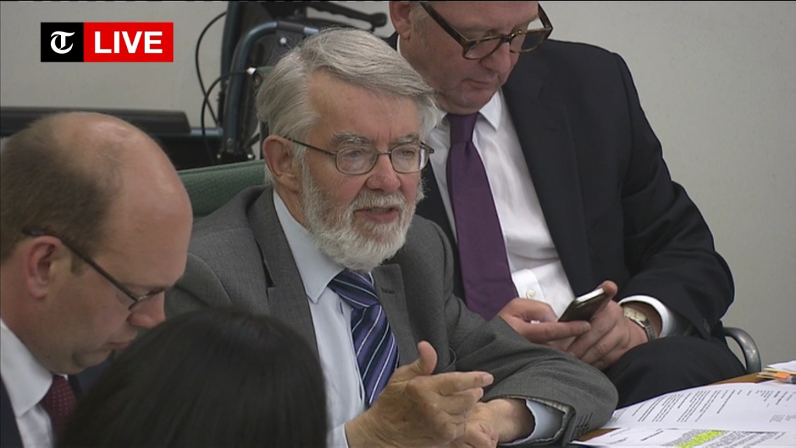 Who is the MP on his phone in the middle of this #Cliff hearing by the Home Affairs Select Committee? http://t.co/8rjSSdTxzV