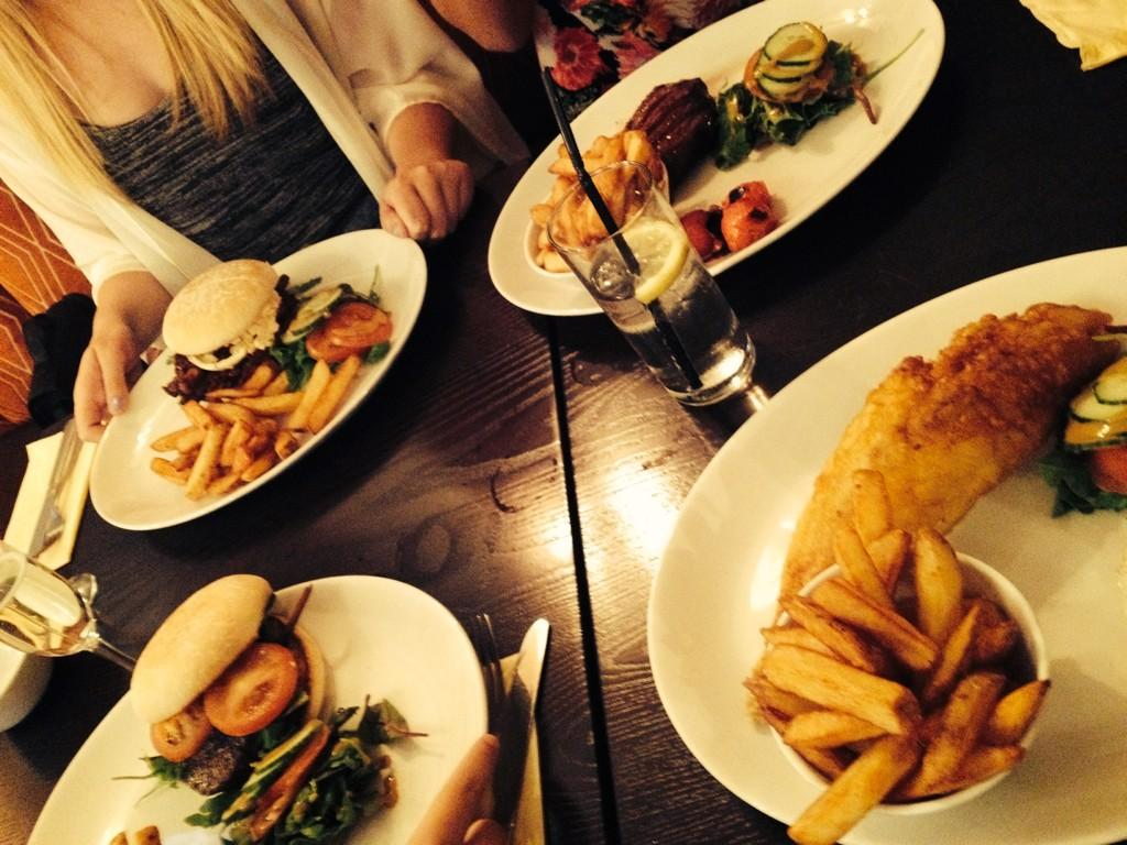 RT @lauraburgess25: Food @sugarhut was so nice today! X http://t.co/7PiwpNpv5o