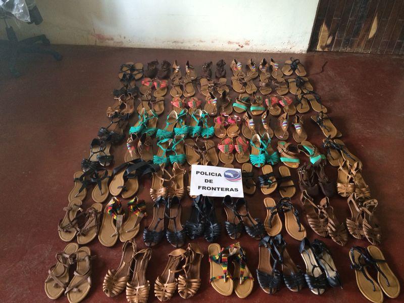 Detienen a sujeto por aparente contrabando de zapatos