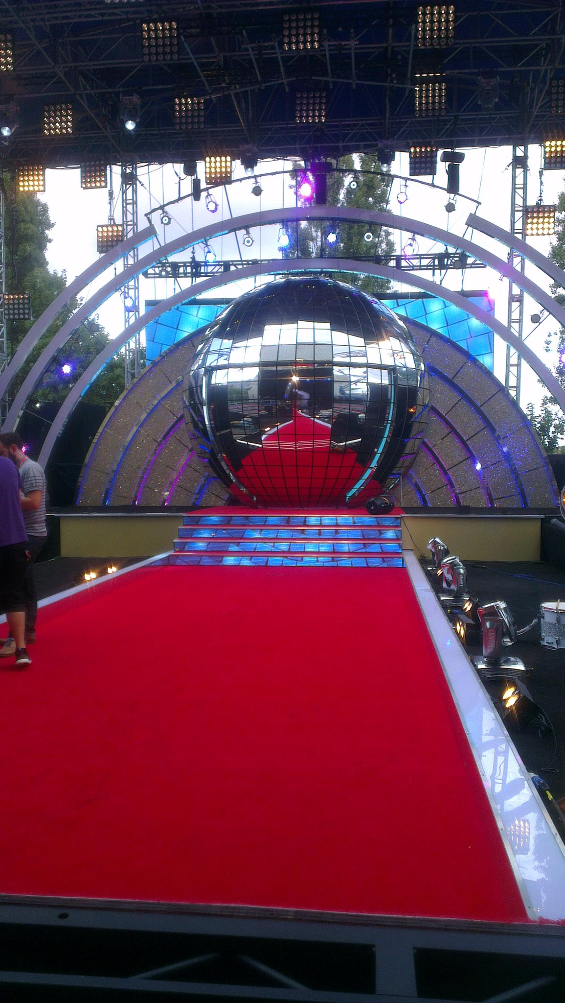 RT @TrentWhiddon: It's all Strictly business here as the red carpet awaits! @bbcstrictly http://t.co/p3iSym8lsJ