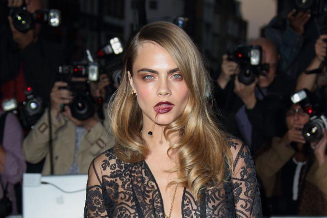 8 things Cara Delevigne might have had in her mouth on the red carpet last night: http://t.co/hdXf6ZqGNy http://t.co/EHznYIOa3c