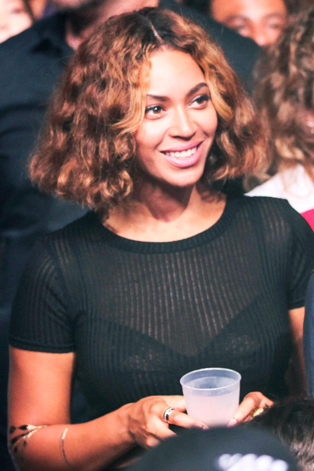We can't get enough of @Beyonce's new laid-back bob http://t.co/ljtCxBzVwO http://t.co/bm7QgsiNVF