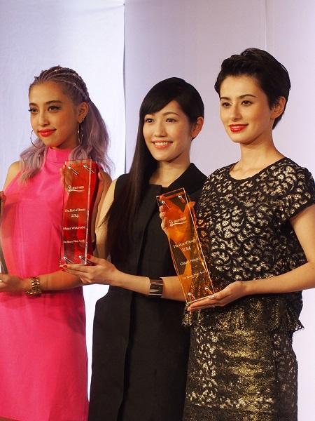 「ザ ビューティ ウィーク アワード」を受賞したホラン千秋