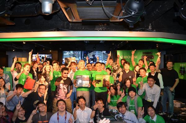Xbox One 発売開始です! spr.ly/6033WaeT #xboxoneJourney pic.twitter.com/ZhE1MED7tY