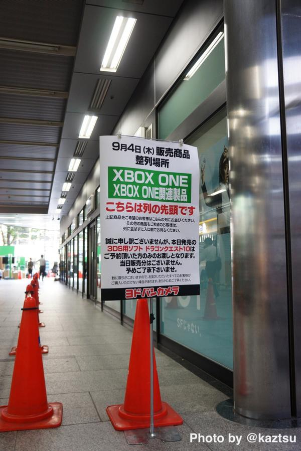 ヨドバシAkiba、本日発売する「XBOX ONE」整列場所、8:00頃の様子。眠そうに下を向いてるひとはひとりもいません #akiba pic.twitter.com/hhAmCyts6l