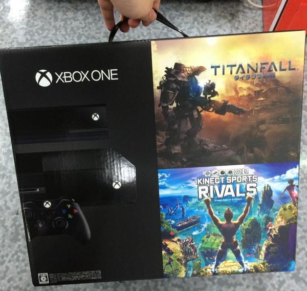xboxone買いました、アメリカで人気のゲーム機、xboxone買いました!つーかクソ重いんだけど何これwwww pic.twitter.com/7qYR0P0b18