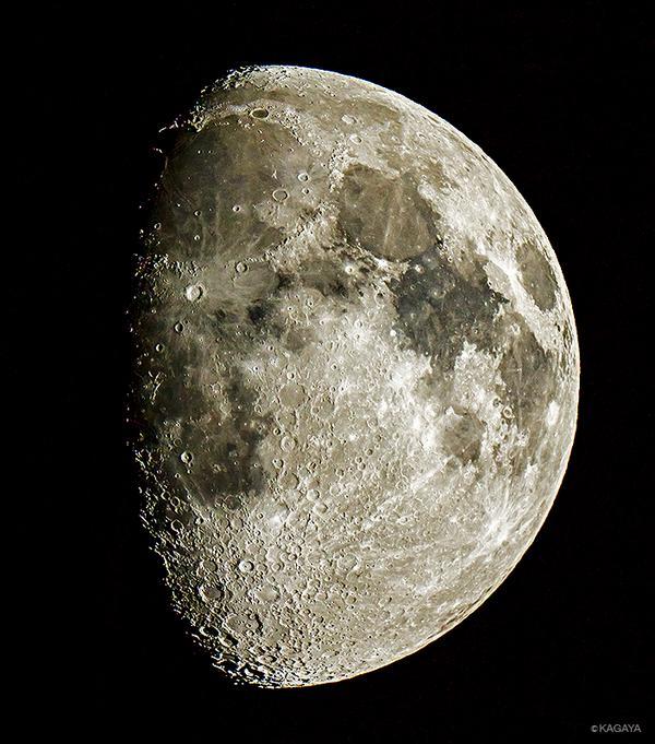 南西の空をご覧ください。十日余の月が沈んでいきます。(写真は先ほど望遠鏡で撮影)中秋の名月まであと4日です。 pic.twitter.com/yLAYpf34ls