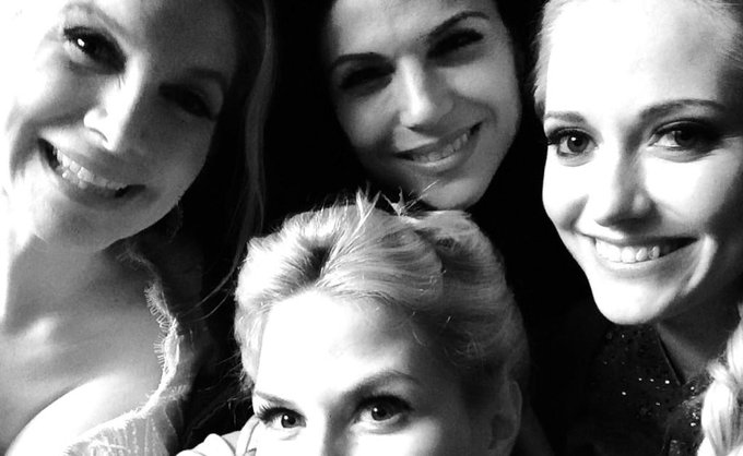 Day 11: night shoot with these ladies @LanaParrilla @GeorginaHaig #ElizabethMitchell 101smiles #UglyDucklings