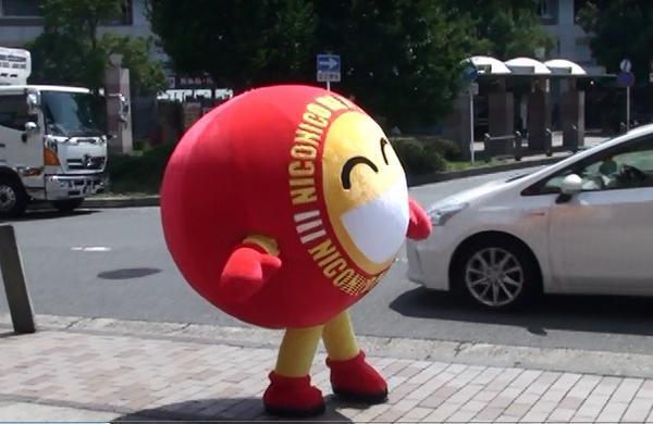 ニコニコレンタカーのニコちゃんは、まんまるの球体です!横から見るとこんな感じ… #ゆるキャラグランプリ にもエントリーしているので http://t.co/4gHyjkHJAk 是非投票お願いします! http://t.co/AYBD8kBWIb