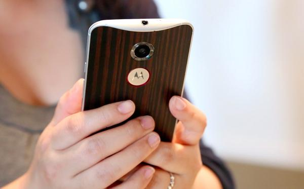 The Moto X returns: high-end specs, aluminum frame and a custom leather back http://t.co/s0C2BUjw9U http://t.co/NO9tK20c50