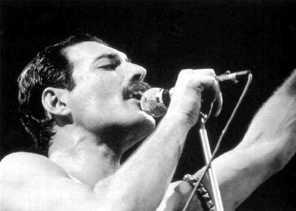 Bugün günlerden Freddie Mercury! Efsane yaşasaydı, bugün 68 yaşında olacaktı. http://t.co/LepTevydBi