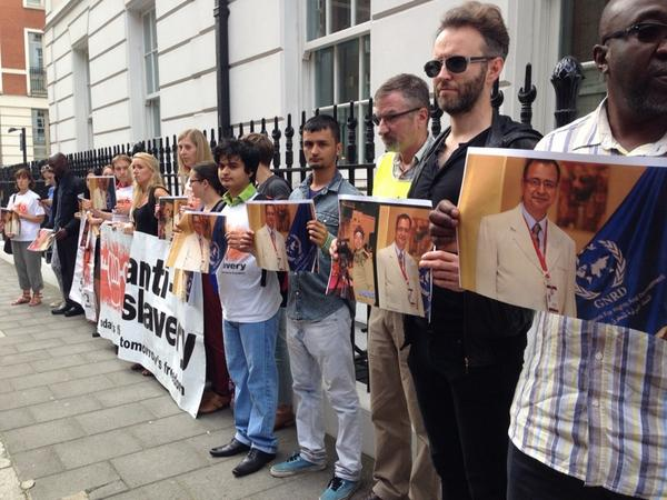 'The eyes of the world are watching now' - protesters outside Qatar embassy #freekrishna http://t.co/fhEWpqLiMP