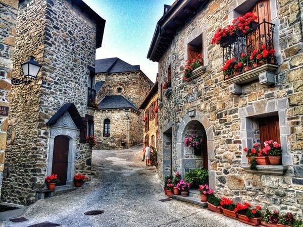 """Fotos de un pueblecito del Pirineo como #lanuza que tiene en nuestra página facebook más """"me gustas"""" que París o Roma http://t.co/hEtpmlX5Wg"""