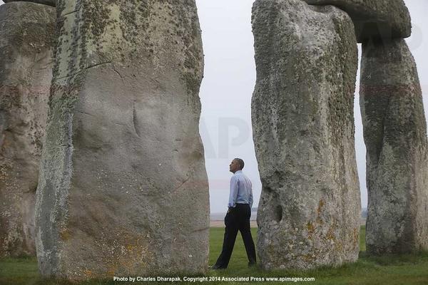 Photo: President Obama visits Stonehenge via @AP http://t.co/t6z6O5GgJc
