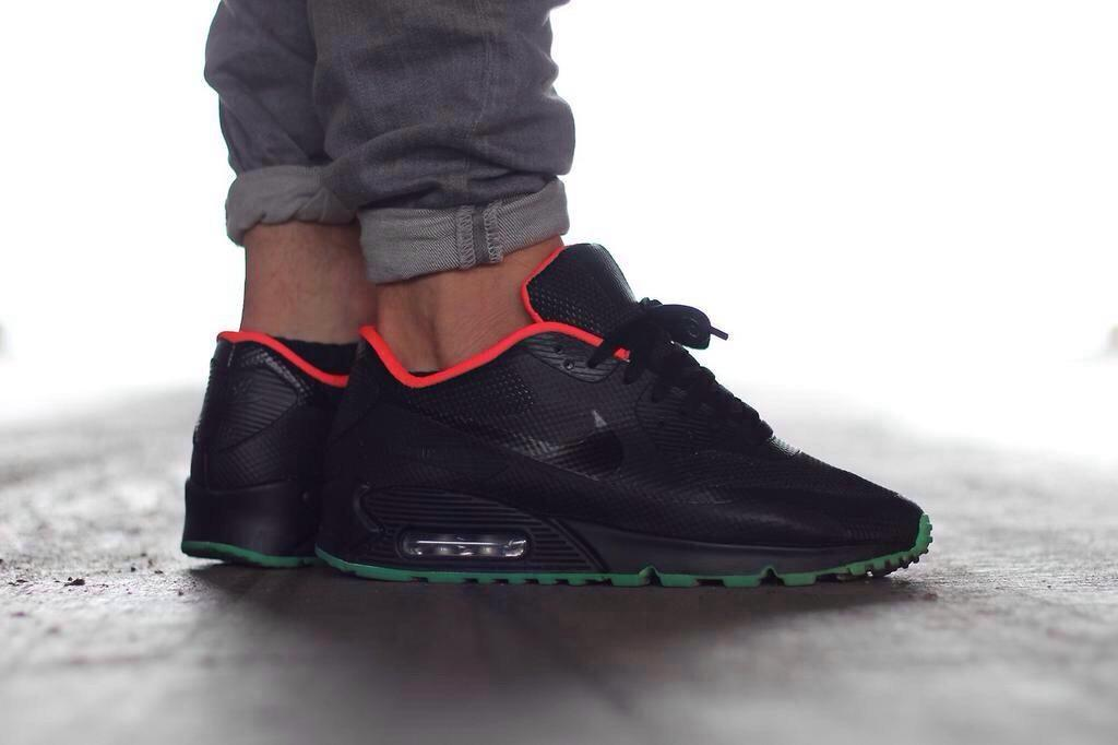 air max 90 hyperfuse id yeezy