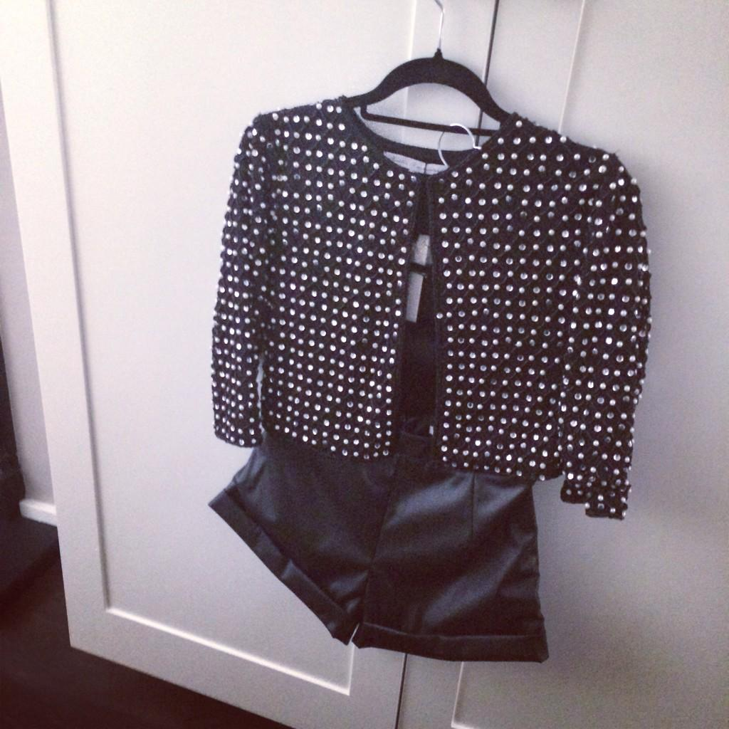 Excited to wear this @MillieMClothing look out tonight! @ZaraMartin @thewhitmore @LauraLaHayden @whinniewilliams 👯👯👯 http://t.co/1Np2DUly6E