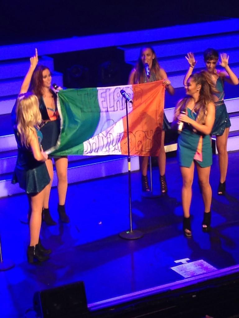 Dublin thank you for another amazing show! Team Sats Ireland your pics are up on http://t.co/LewEjP3DLe xxxxx http://t.co/bjZq2Wwhud