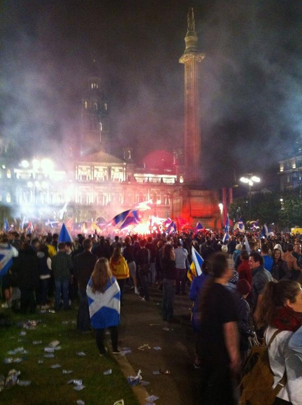 St George's Square, Glasgow, right now. #indyref http://t.co/ghfUTBGX1S