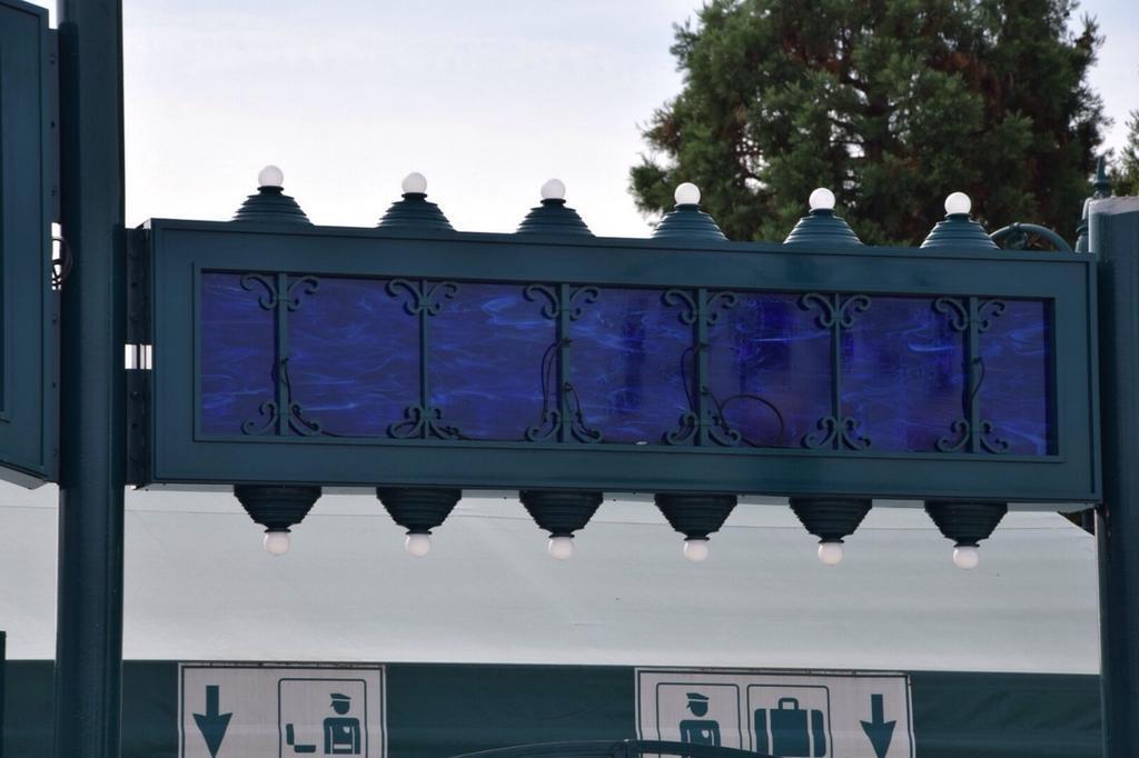 Nouveaux portails et enseignes de l'esplanade des parcs (2014-2015) - Page 18 Bx597FKCQAIxgz9