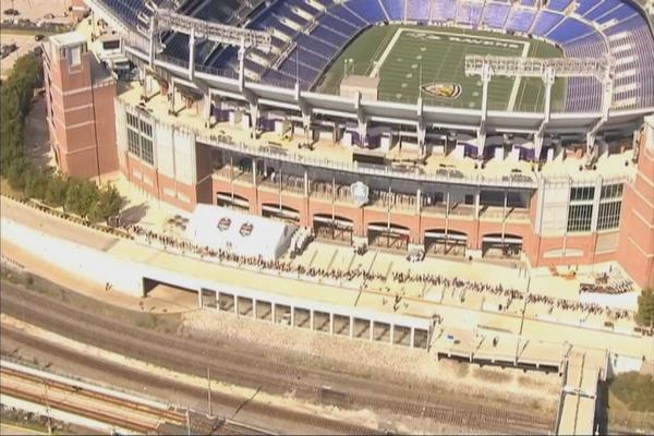 #Ravens fans stand in LONG line to trade in #RayRice jerseys. #MTBankStadium #NFL #domesticviolence http://t.co/FhJd52fxAd