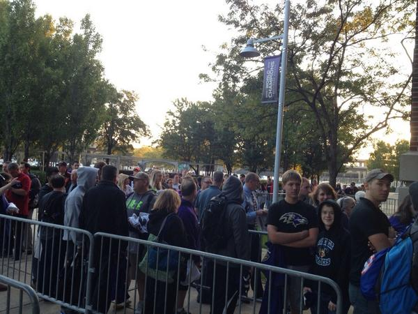 The line grows for Ray Rice fans trying to trade jerseys. http://t.co/jj53VSkax0 http://t.co/rPykWsc0SS