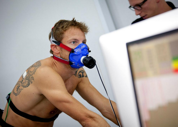 Quick break from #F1, @JensonButton takes on the Bronwlee bros at the @GSK performance lab: http://t.co/XY28sf3ulj http://t.co/od3zmntPlM