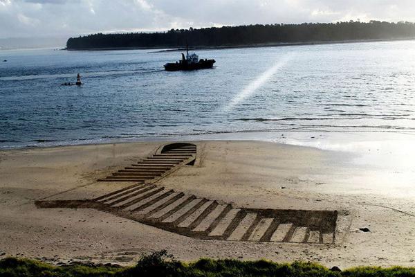 3D-tekeningen in het zand  http://t.co/go3ssCXyL6 http://t.co/wsAqKxh0oR