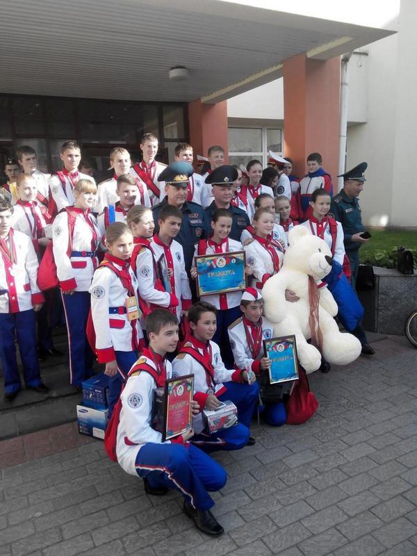 Команда Минска. Медведь в руках самой юной участницы слета http://t.co/R4OwMZOIji
