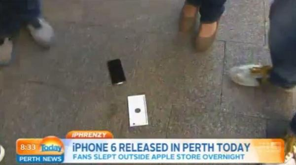 Apple fan buys the very first iPhone 6 then immediately drops it on live TV http://t.co/YygmsGL0Lq #Apple #iPhone6 http://t.co/KbmjLbn5Vm