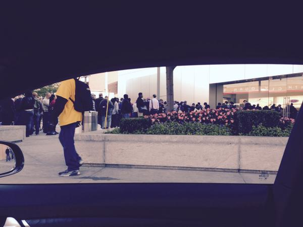 Apparently the #iphone6 is out today...line outside the lincoln park Apple Store http://t.co/KaTkPJ0FkK