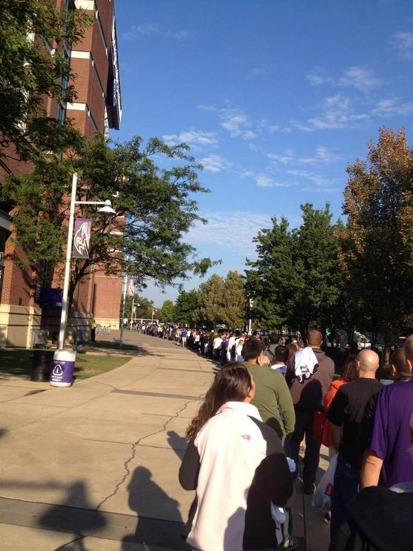Look at all these Ravens fans skipping work today to trade in their Ray Rice jerseys. http://t.co/YNnUlqQhKE http://t.co/uYlu7U5U0h