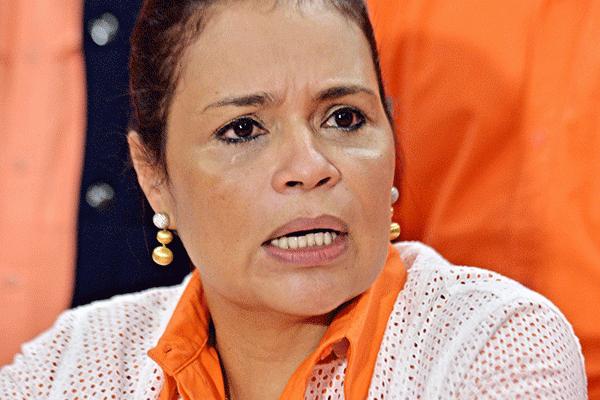 """No he robado..., se los juro por la vida de mi madre que está muerta"". Roxana Baldetti.  | http://t.co/aGNH6XRt4Z | http://t.co/NKfl4lug77"