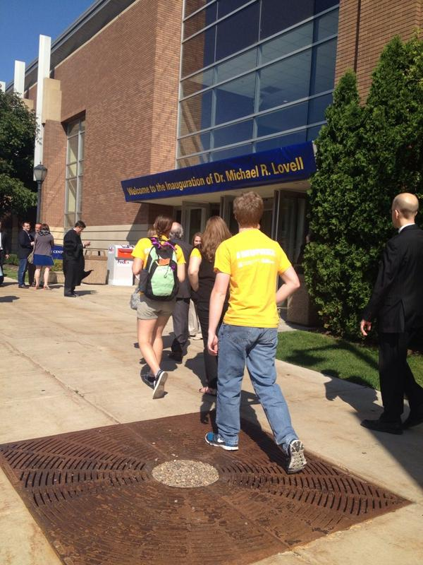 Walking into the Al right now! #MUPrez #loweclass http://t.co/H78jHUy2rV