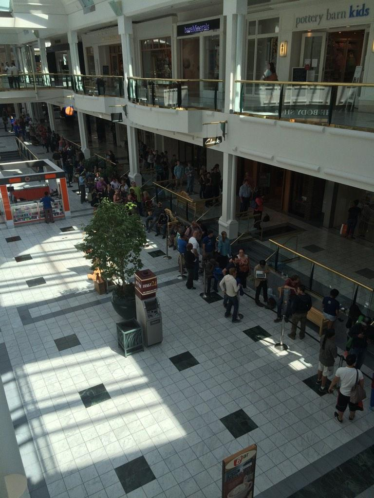 Queue for an iPhone 6 in Nashville!! No thanks! http://t.co/a1taG7Jf9J
