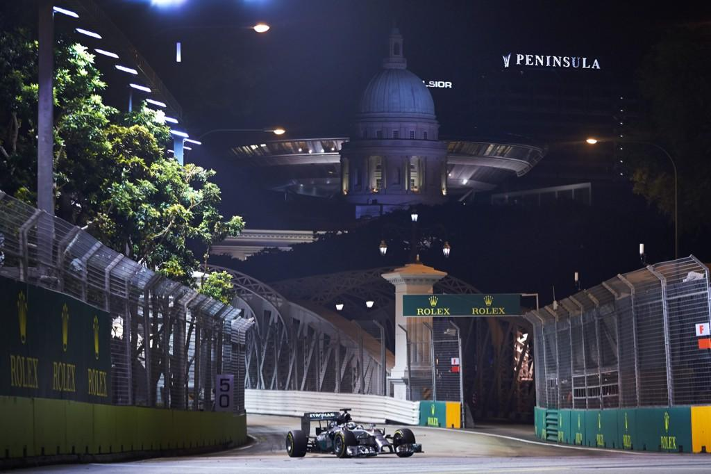 Nico looks very quick, as do the Ferraris and the Red Bulls, but I'm feeling...http://t.co/drvqSmisBP #SingaporeGP http://t.co/7lIIhVcPca