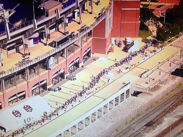 Thousands of @Ravens fans are lining up to trade in their Ray Rice jerseys http://t.co/vrcTHXB6Tu http://t.co/DemcBj4NzX