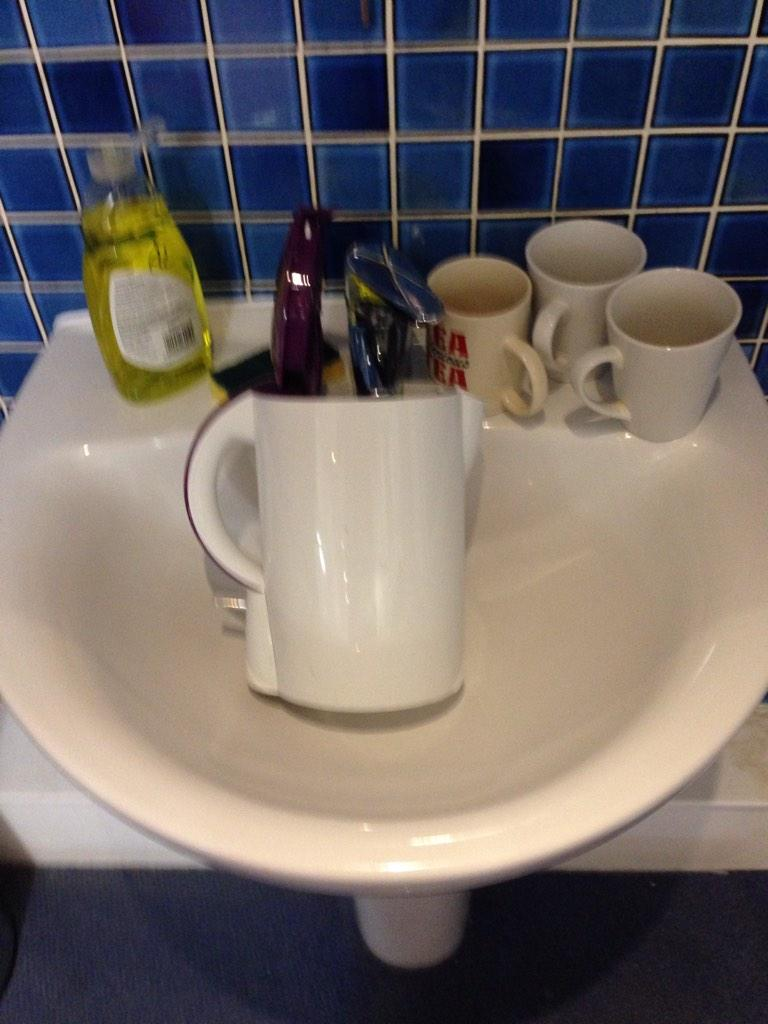 As returning officer for Cheltenham #sinkvskettle I can announce that the results are in. No spoilt kettles http://t.co/Y0q4broMfe