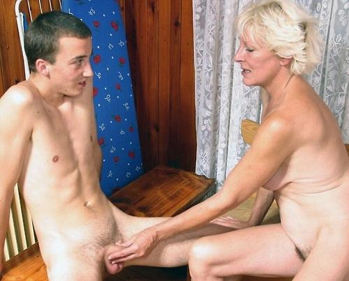 jeune perverse timide nue