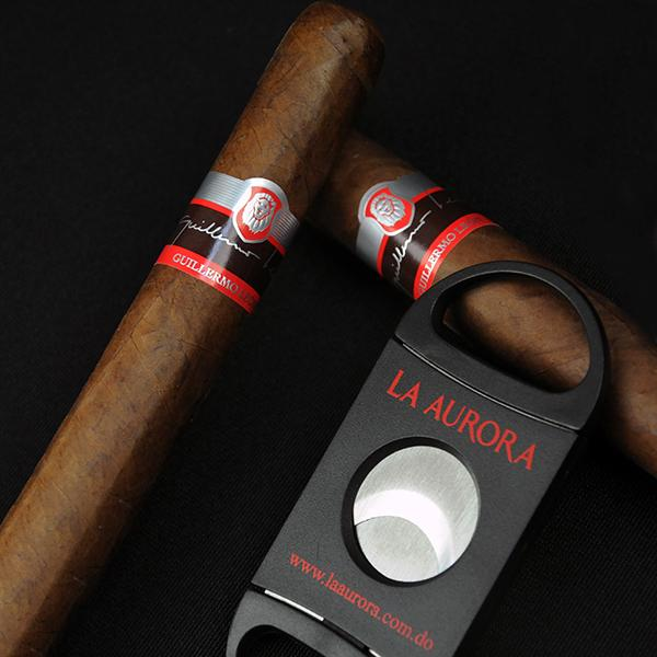 Wrapped in a reddish cover leaf, this handsome oily cigar imparts a peppery, though, creamy smoke . #GuillermoLeon http://t.co/Wxb6K3E3WY