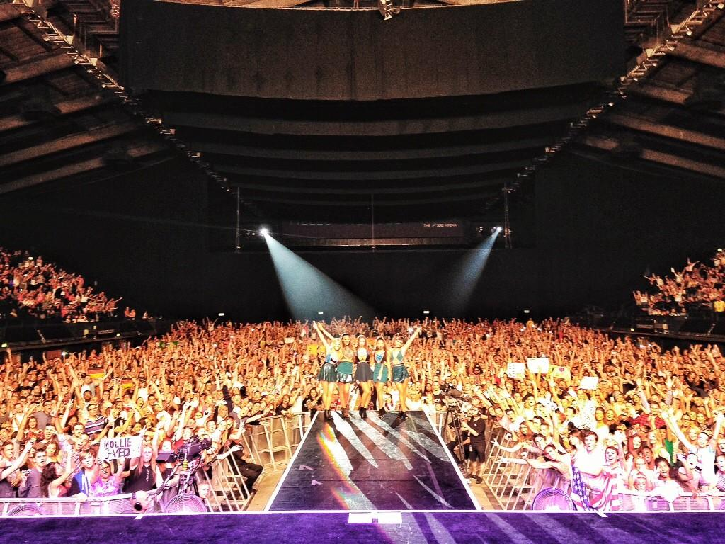 Wow wow wow. London you blew us away! What a night. Send us your pics w/ #GreatestHitsLiveLondon http://t.co/I60Ypkx9iV